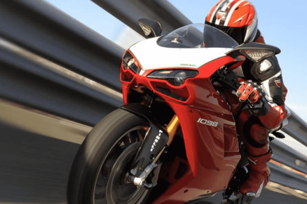 Curse de motociclete Baumbet
